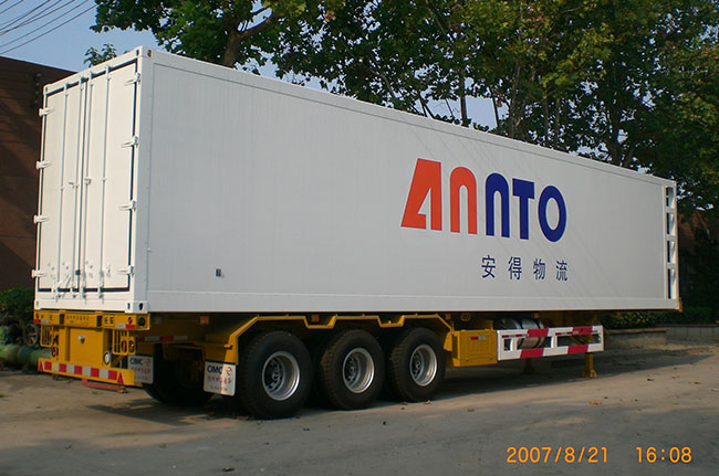 3-axle chiller semi-trailer4.jpg
